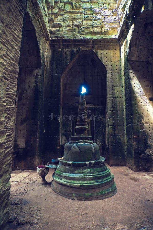 angkor внутри wat взгляда виска ta som стоковое фото rf