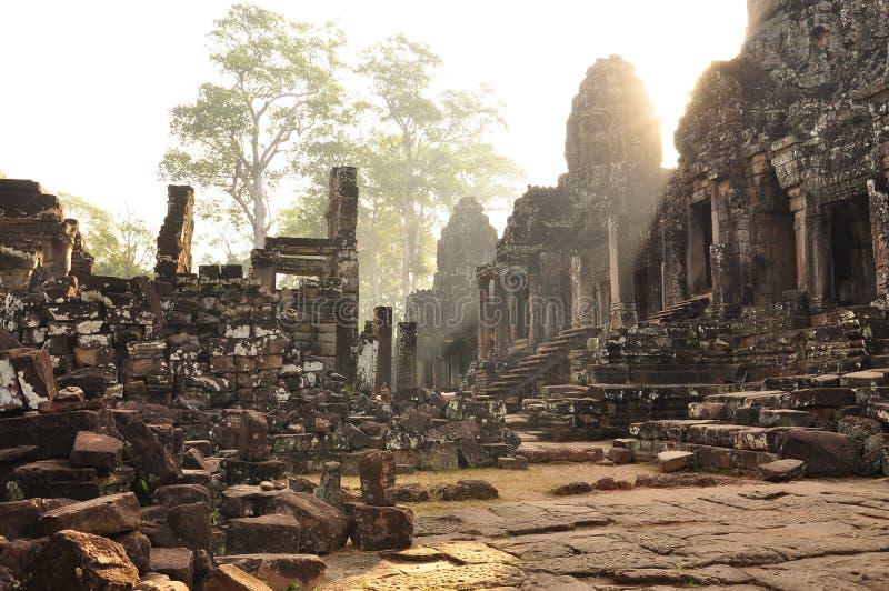 Angkor, Cambodge Lever de soleil de temple de Bayon de Khmer photographie stock libre de droits