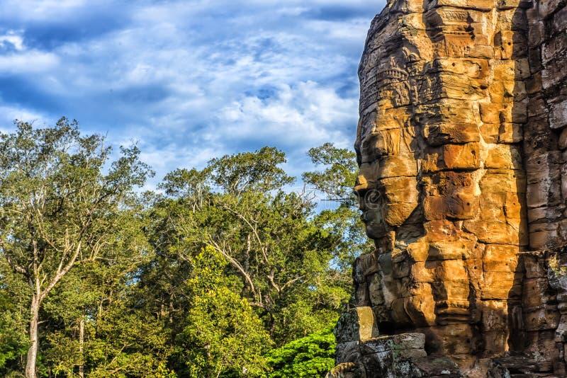 Angkor Thom - Bayon tempel royaltyfri foto