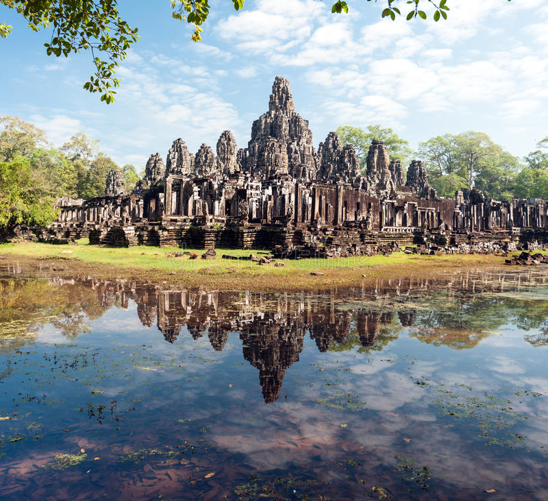 Angkor Thom Cambodja Bayon en khmertempel royaltyfria foton