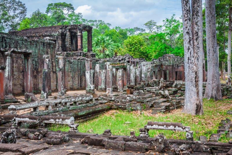 Angkor Thom Cambodja Bayon en khmertempel på den Angkor Wat historicaen royaltyfri bild