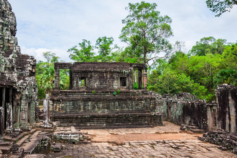 Angkor Thom Cambogia Tempio khmer di Bayon sul historica di Angkor Wat immagini stock libere da diritti