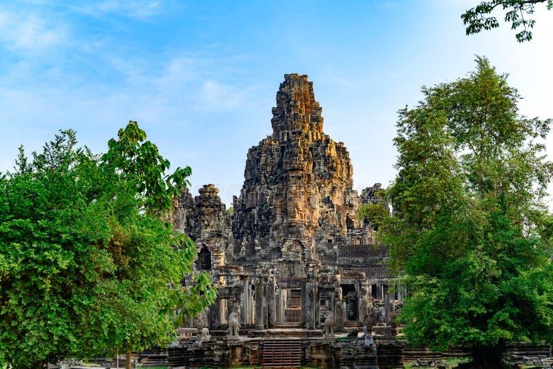 Angkor Thom en khmertempel, Siem Reap, Cambodja Angkor Thom var lasten och mest best?ende huvudstad av Khmerv?ldet royaltyfri bild