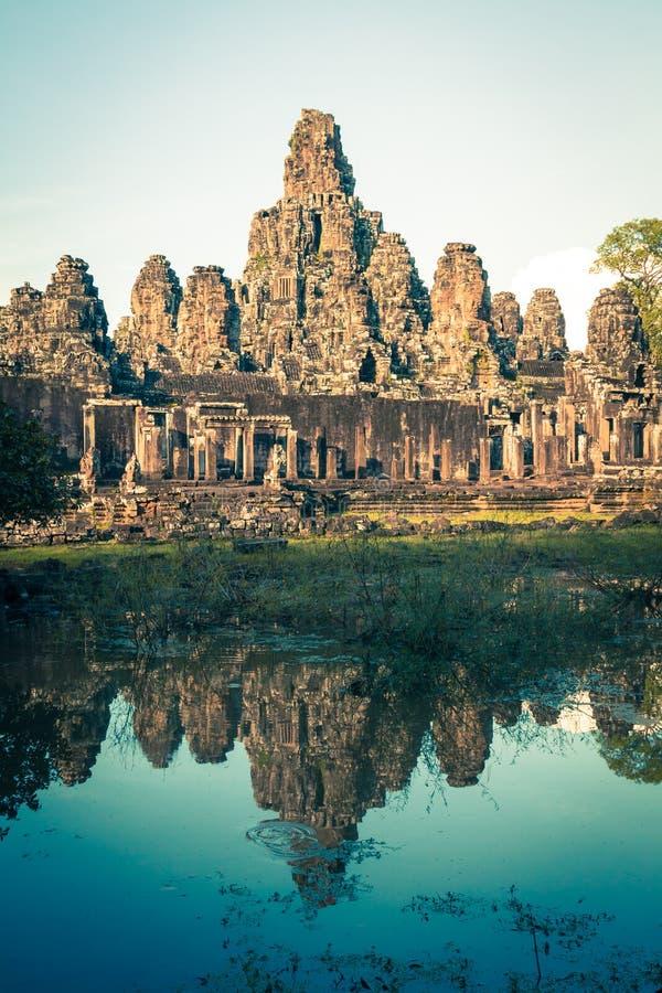 Angkor Thom Kambodja Bayon Khmer tempel op historica van Angkor Wat stock afbeeldingen