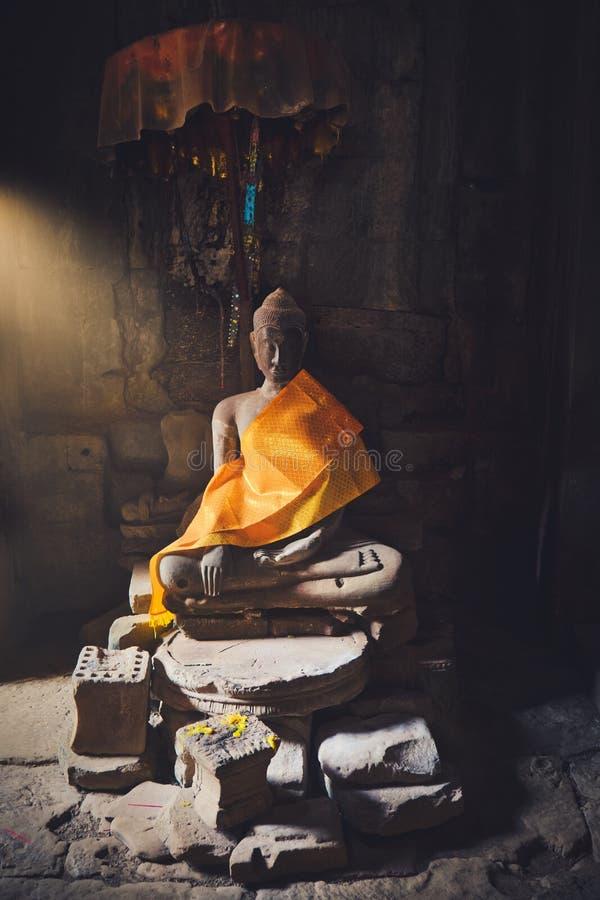 Angkor Thom och staty arkivfoto