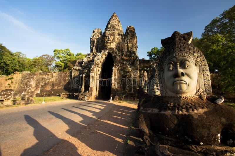 Angkor Thom South Gate, Tempels van Angkor, Kambodja stock afbeelding