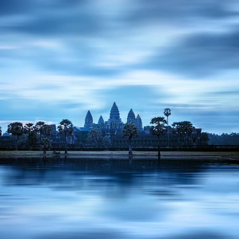 Angkor Thom tempel på solnedgången angkoren cambodia skördar siemwat royaltyfri foto
