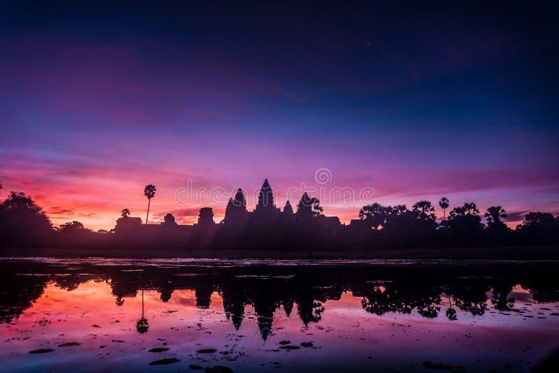 Angkor Vat au lever de soleil image libre de droits
