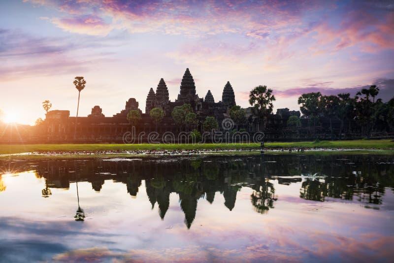 Angkor Vat au lever de soleil photos libres de droits
