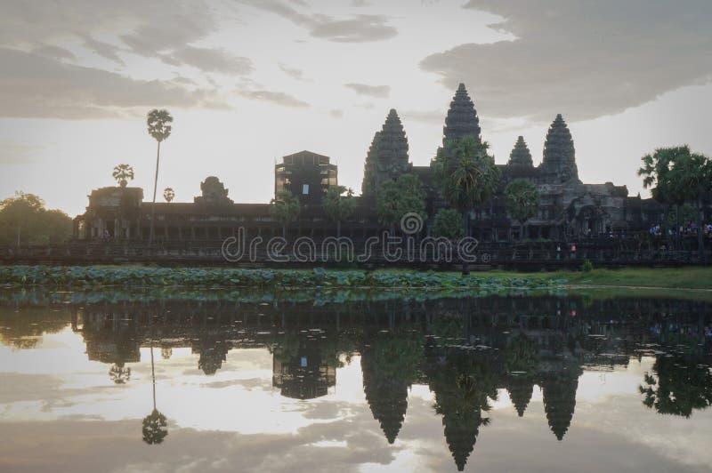 Angkor Wat är en UNESCOvärldsHerutage plats efter 1992 Berömt för det konstruktionsprocess för ` s och snidaväggmålningar royaltyfri bild
