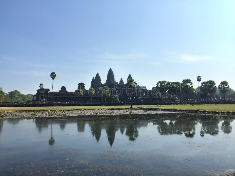 Angkor Wat över sjön arkivfoto