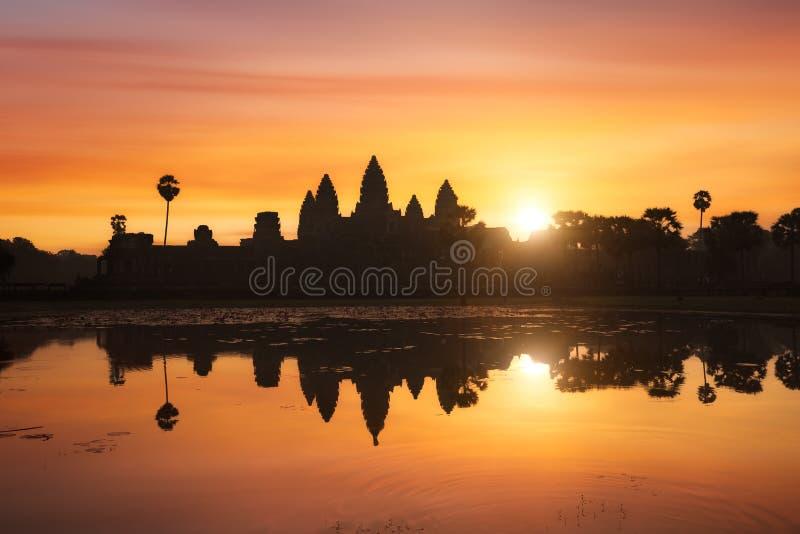Angkor Wat на восходе солнца, Камбоджа стоковые фотографии rf