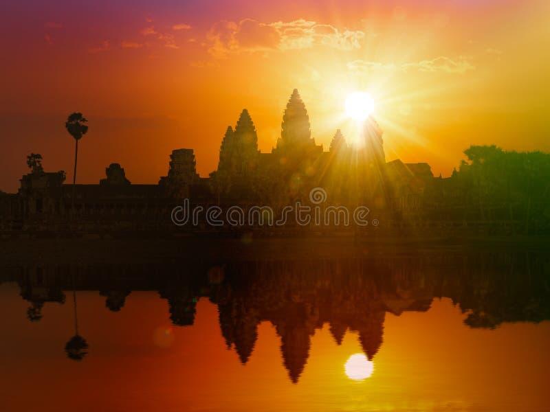 Angkor Wat на заходе солнца стоковые фотографии rf