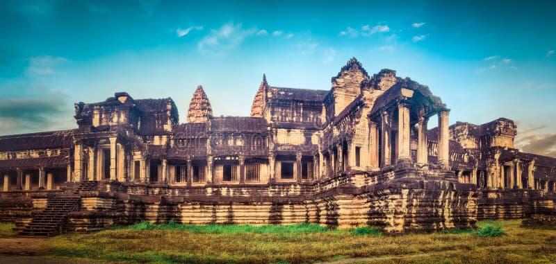 Angkor Wat bei Sonnenaufgang Siem Reap kambodscha Panorama lizenzfreie stockfotos