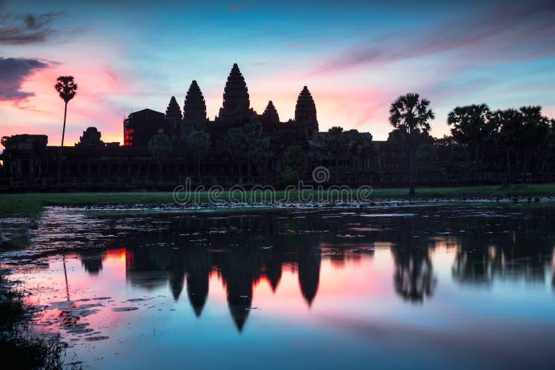 Angkor Wat bij schemer stock foto
