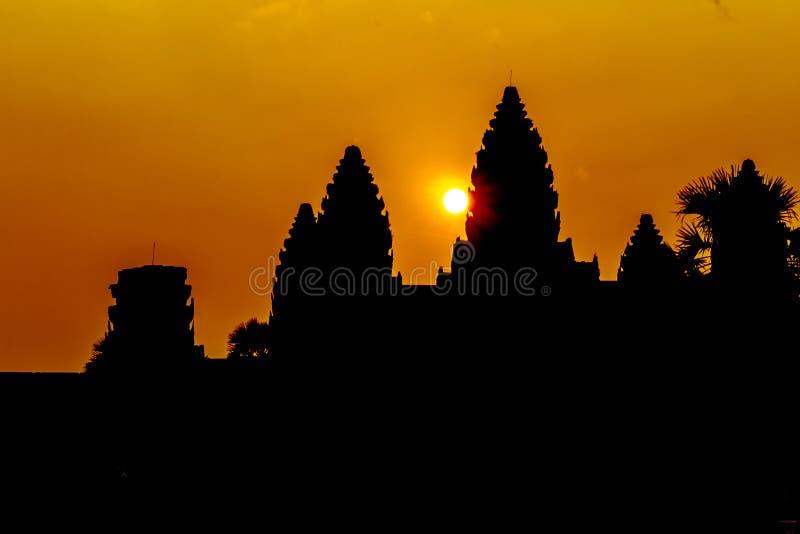 Angkor Wat bij zonsopgang royalty-vrije stock foto's
