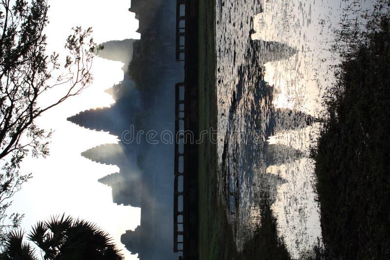Angkor Wat en la niebla de la mañana fotografía de archivo libre de regalías