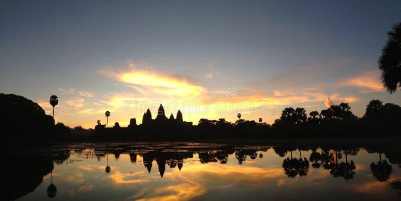Angkor Wat en salida del sol del panorama de Camboya fotografía de archivo libre de regalías