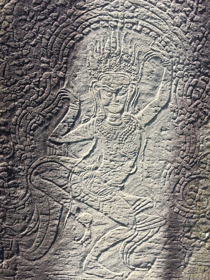 Angkor Wat i Siem Reap, Cambodia Apsara sned på väggen av den forntida templet för en khmer arkivfoton