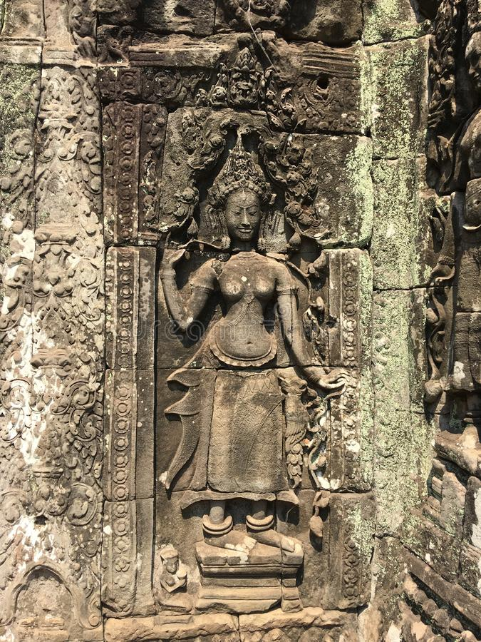 Angkor Wat i Siem Reap, Cambodia Apsara sned på väggen av den forntida templet för en khmer royaltyfria foton