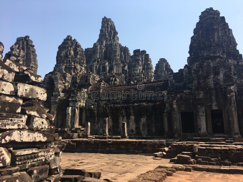 Angkor Wat i Siem Reap, Cambodia Forntida fördärvar av templet för den Bayon en khmerstenen royaltyfria bilder