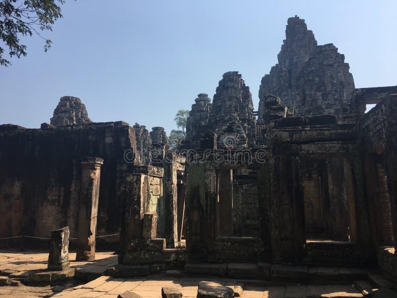 Angkor Wat i Siem Reap, Cambodia Forntida fördärvar av templet för den Bayon en khmerstenen fotografering för bildbyråer