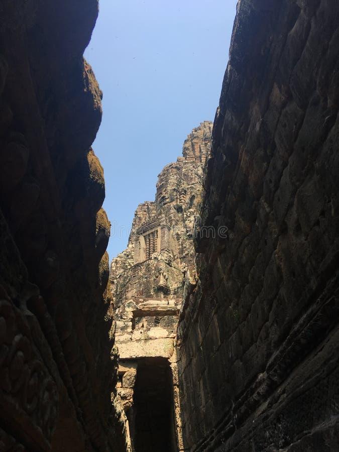 Angkor Wat i Siem Reap, Cambodia Forntida fördärvar av templet för den Bayon en khmerstenen arkivbilder