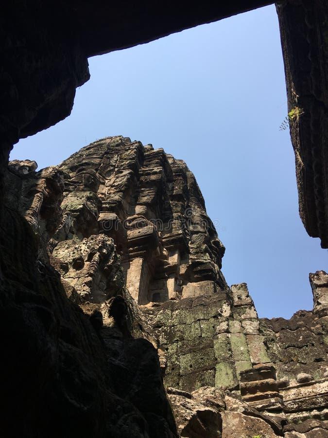 Angkor Wat i Siem Reap, Cambodia Forntida fördärvar av templet för den Bayon en khmerstenen arkivfoton
