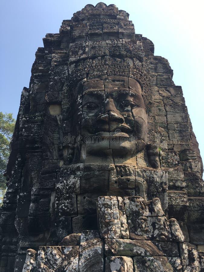 Angkor Wat i Siem Reap, Cambodia Stenframsidor som snidas i det forntida, fördärvar av den Bayon en khmertemplet fotografering för bildbyråer