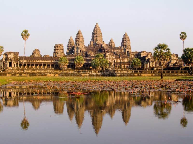 Angkor Wat na luz da noite foto de stock