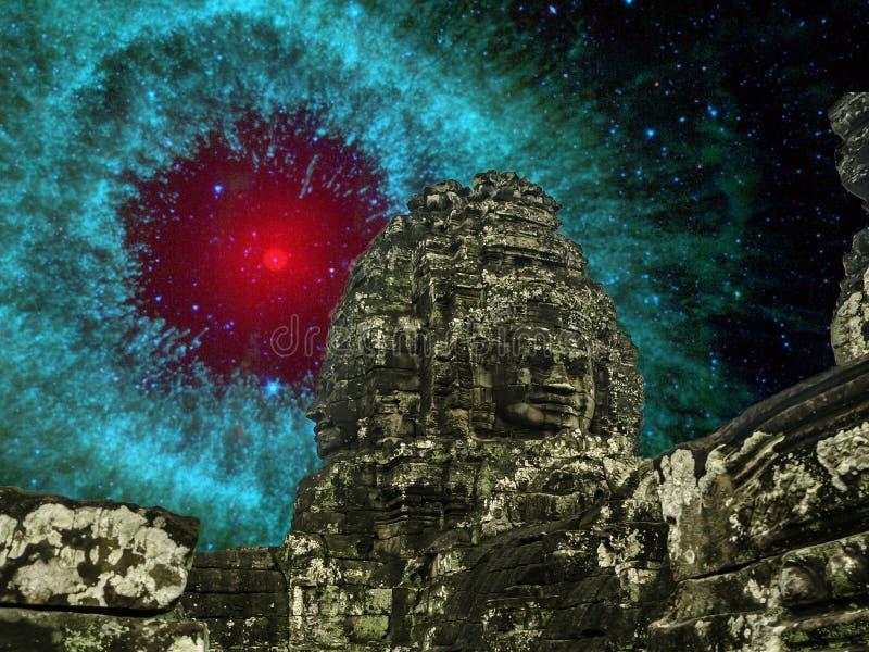 Angkor Wat på natten med fantastiska komet sparkar upp damm i spiral arkivbild