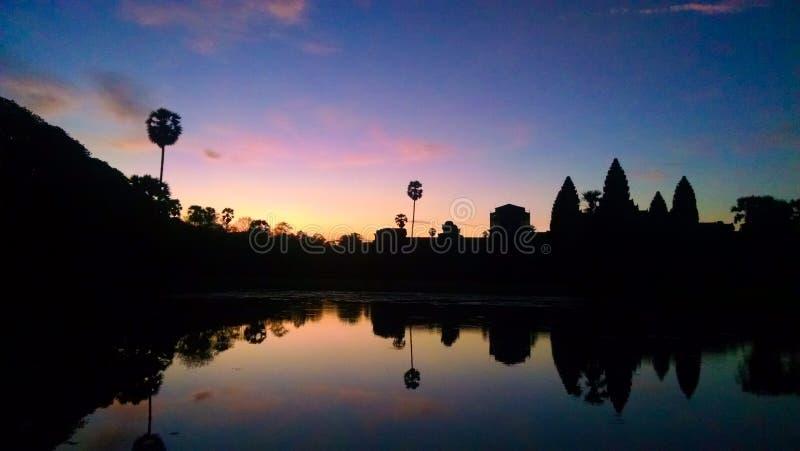Angkor Wat på soluppgång i Cambodja royaltyfri bild