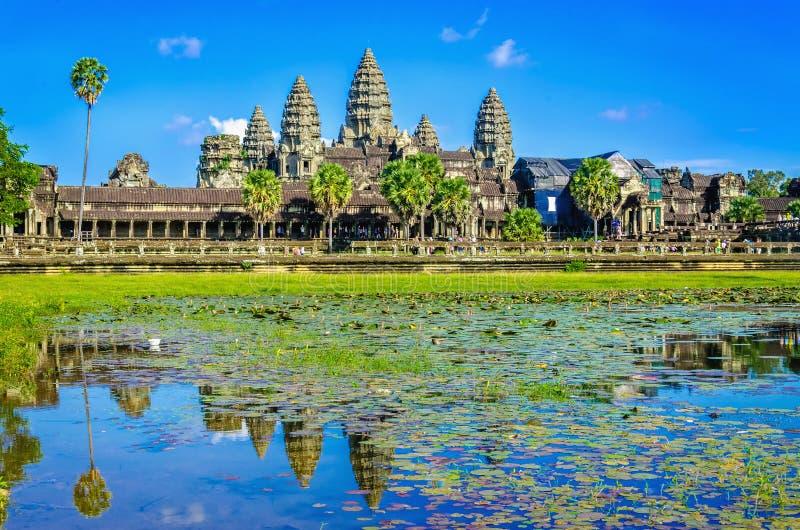 Angkor Wat Schablonenreflexion im See, Kambodscha lizenzfreies stockbild