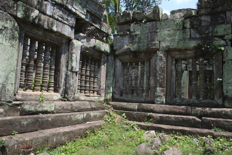 Angkor Wat Stone Carvings et petit groupe photos stock