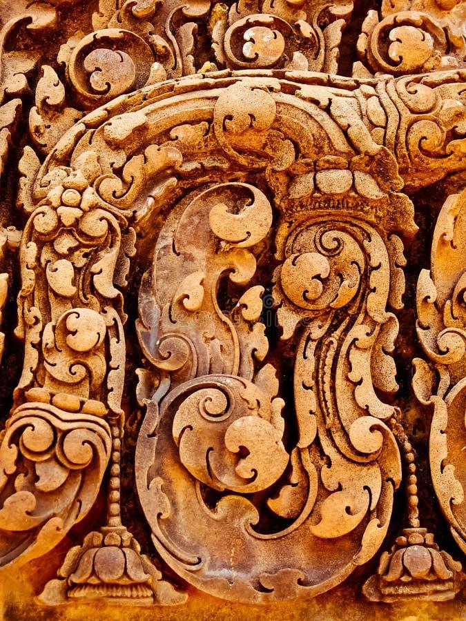 Angkor Wat - tallas hermosas, alivios de bas del templo de Banteay Srei imagenes de archivo