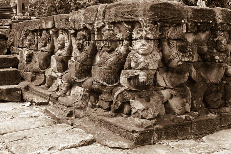 Angkor Wat Temple, dettaglio dei fronti e corpi fotografia stock libera da diritti