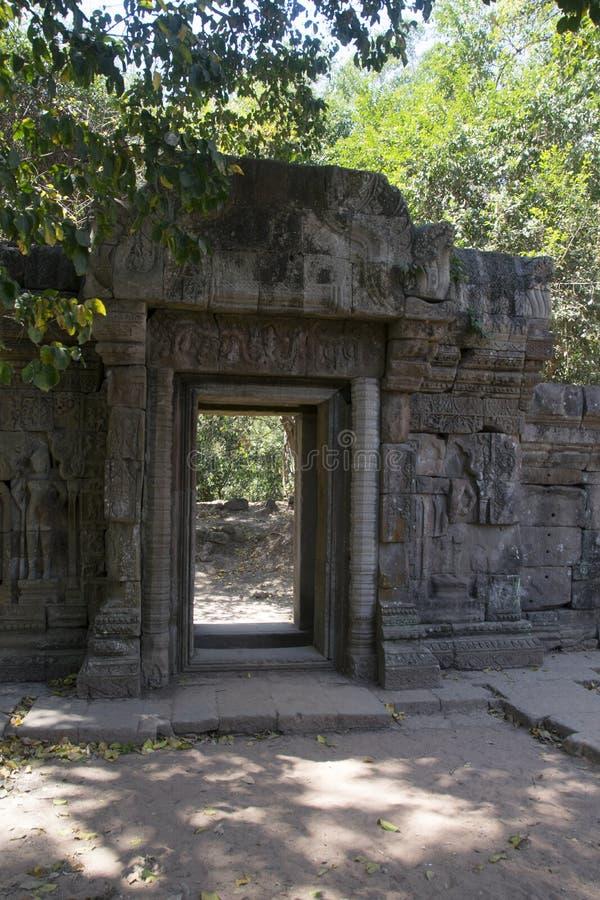 Angkor wat Twierdzi zabytek - Ta Prohm ruiny khmer miasto angkor wat świątynne ściany - obraz royalty free