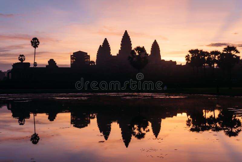 Angkor Wat under en härlig soluppgång, Siem Reap, Cambodja royaltyfri fotografi