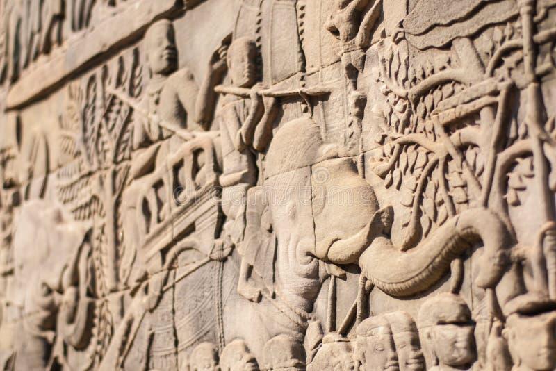 Angkor Wat Zewnętrzna galeria pokazuje serie przedstawia dziejowych wydarzenia i życia codzienne barelief Bayon fotografia royalty free