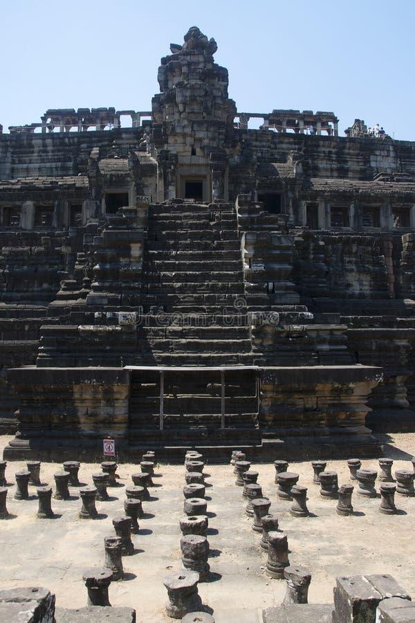 Angkor watt - tempel för Ta Prohm fördärva väggar av en khmerstaden av Angkor Wat - statlig monument arkivbild