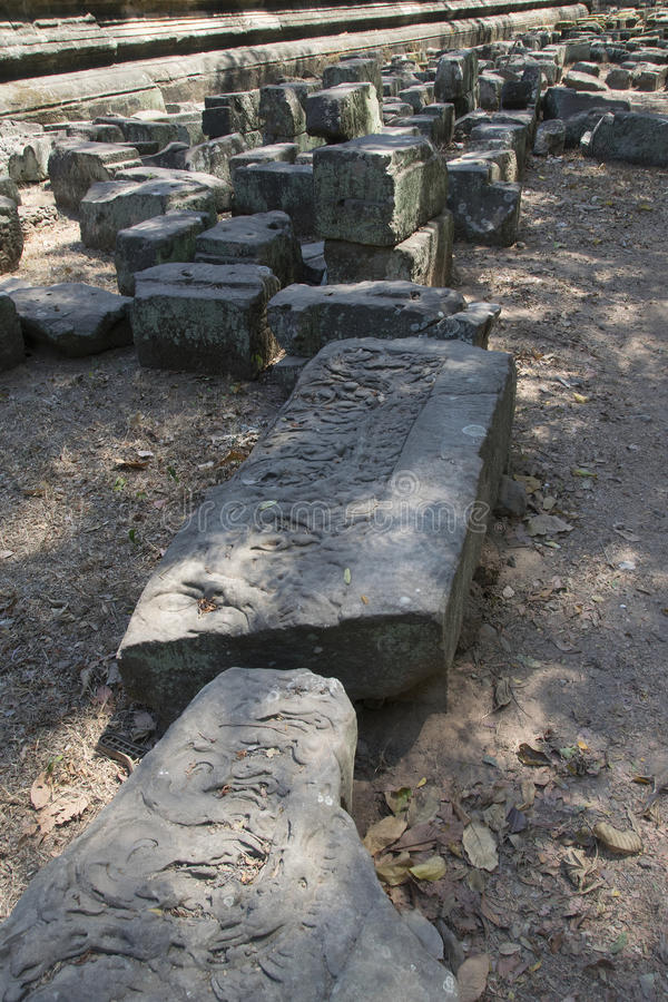 Angkor watt - tempel för Ta Prohm fördärva väggar av en khmerstaden av Angkor Wat - statlig monument arkivfoton