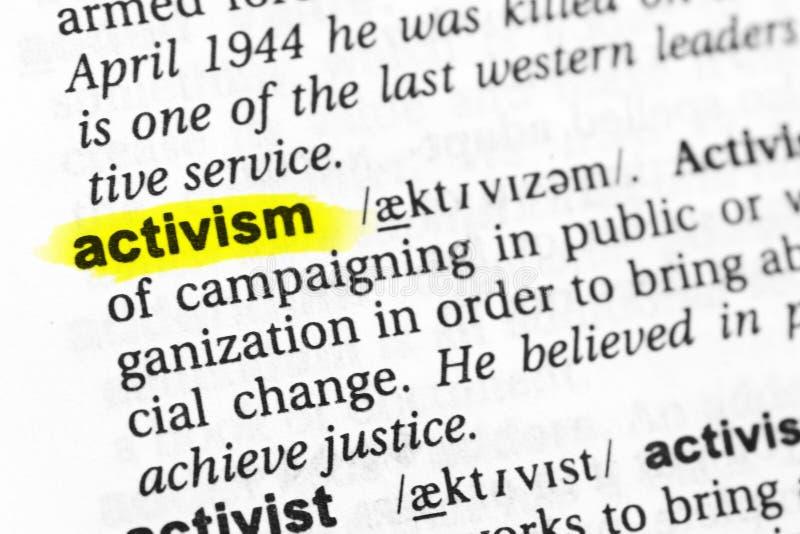 ` Anglais accentué d'activisme de ` de mot et sa définition dans le dictionnaire images stock