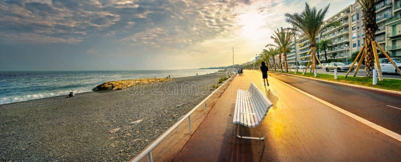 Anglais de DES de promenade à Nice au coucher du soleil ` Azur, la Côte d'Azur, France de Cote d photos libres de droits