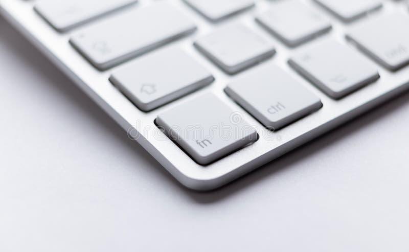 Angle de partie de clavier léger d'ordinateur portatif photographie stock