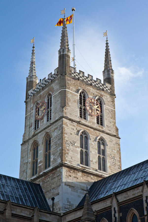 Download Anglików kościelny wierza obraz stock. Obraz złożonej z zegar - 13325775