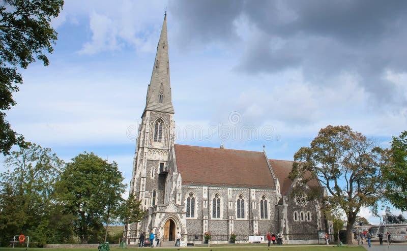 Anglikansk kyrka för St Albans i molnig dag i Köpenhamn royaltyfria foton