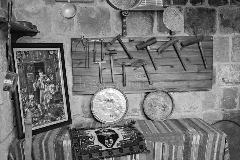 Angolo di un negozio turco tradizionale del fabbro fotografie stock libere da diritti