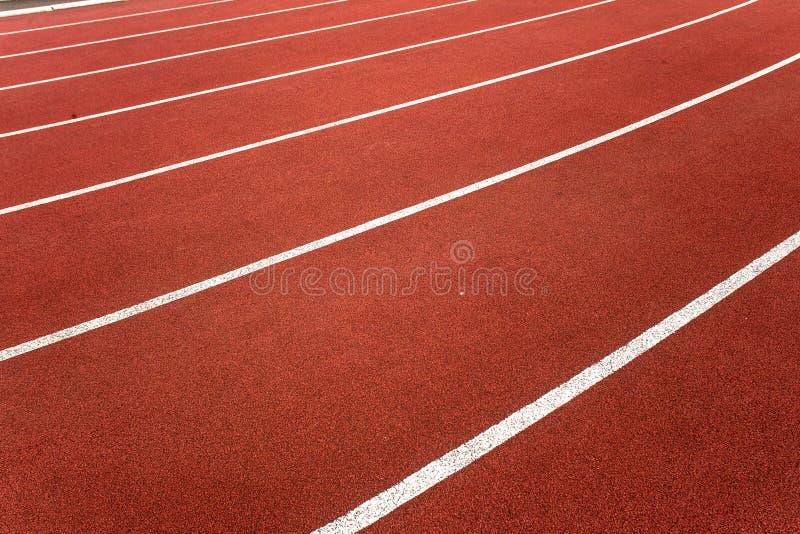 Angolo laterale dei vicoli atletici della pista fotografia stock