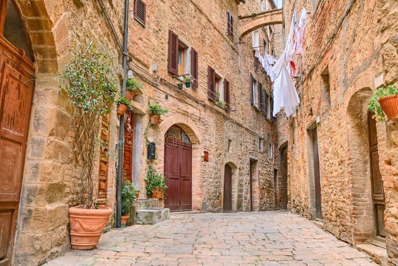 Angolo pittoresco in Volterra, Toscana, Italia immagine stock libera da diritti
