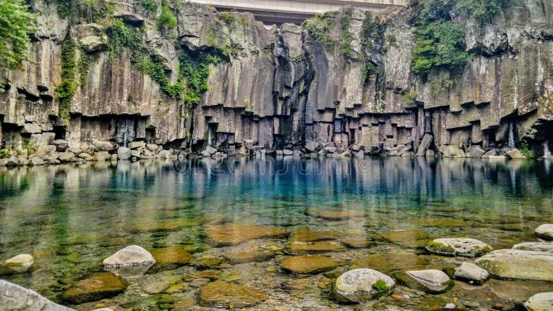 Angra da água do espaço livre e da turquesa em Jeju-Do, Sul-Coreia imagem de stock royalty free